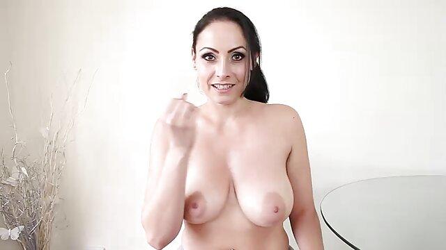 Blonde film porno gratuit francais complet sexy frotte le clitoris sur la cam