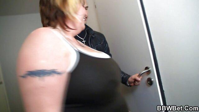 Teen Venice suce une bite porno italien complet comme pénitence