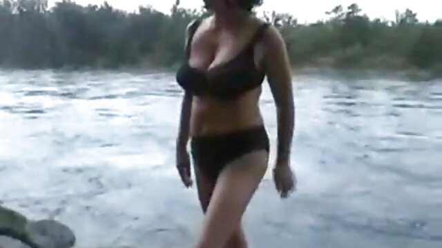 Plantureuse lesbiennes glamour se doigte dans la film x gratuit en entier douche